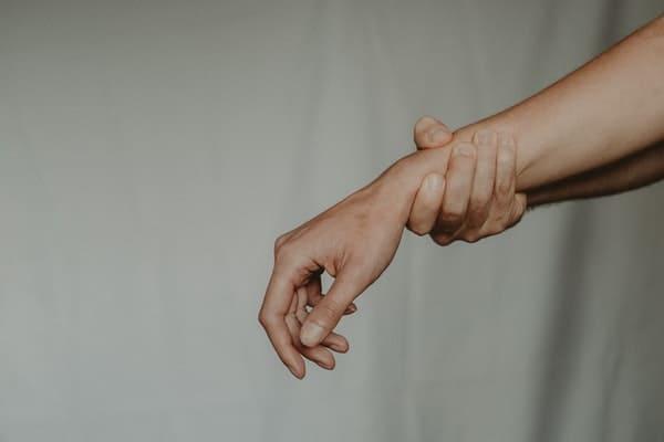 हाताचे मनगट दुखणे घरगुती उपाय